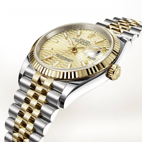 Photo by Juwelier Kamphues GmbH in Juwelier Kamphues with @rolex, and @juwelierkamphues. May be an image of wrist watch.