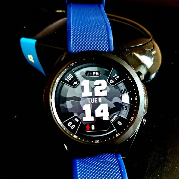 Photo by Jibber Jab Reviews on June 08, 2021. May be an image of wrist watch and text that says '55 10 100 PM 72 12 4 TUE 14 FLOOR 55 0.0 六0 15 02 S2'.