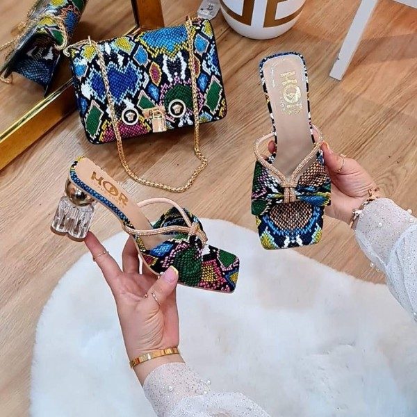 Photo by larsa_shoes_bags on August 02, 2021. May be an image of sandals, high-heeled shoes, purse and jewelry.
