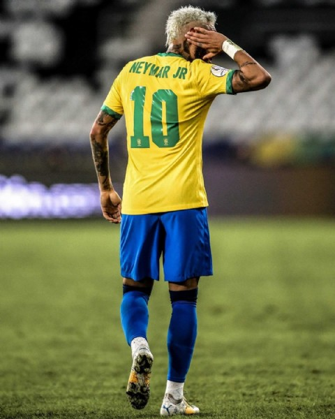 Photo by Ligue 1 Uber Eats in Estadio Olímpico Nilton Santos with @neymarjr, @cbf_futebol, and @copaamerica. May be an image of one or more people, people playing football and text that says 'NEYMAR JR 10'.