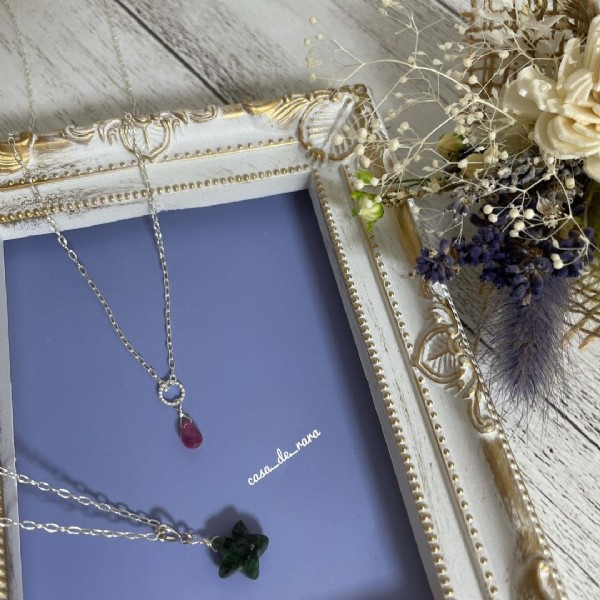 Photo by 《カサデララ》ミキティ(ハンドメイド専用垢) on July 31, 2021. May be an image of jewelry, flower and text.