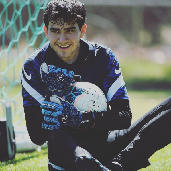 Photo shared by andresplayzsoccer_13 on June 13, 2021 tagging @nikefootball, and @westcoastgk. May be an image of 1 person, playing football and grass.