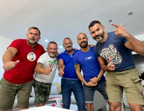 Photo by Alexis ♏ in MEN'S BAR with @thiagodj1, @angeloroma1964, @manu_manuel_pt, and @laurentpsca. May be an image of 6 people, beard and people standing.