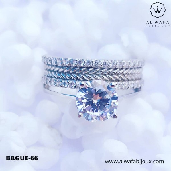 Photo by مجوهرات الوفاء on May 29, 2021. May be an image of ring and text that says 'ALWAFA +BIJOUX+ BAGUE-66 www.alwafabijoux.com'.