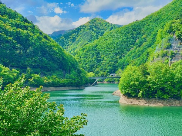 Photo by おいも on June 09, 2021. May be an image of lake and nature.