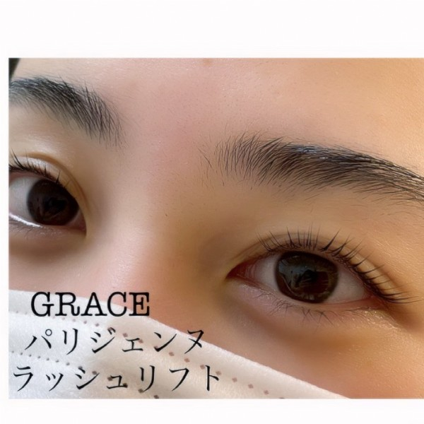 Photo by IZUMI on June 13, 2021. May be a closeup of one or more people and text that says 'GRACE パリジェンヌ ラッシュリフト'.