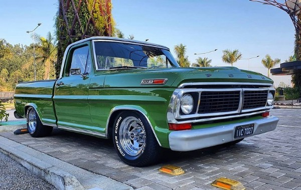 Photo shared by F100 & trucks on June 20, 2021 tagging @fabio_turcao. May be an image of car and outdoors.