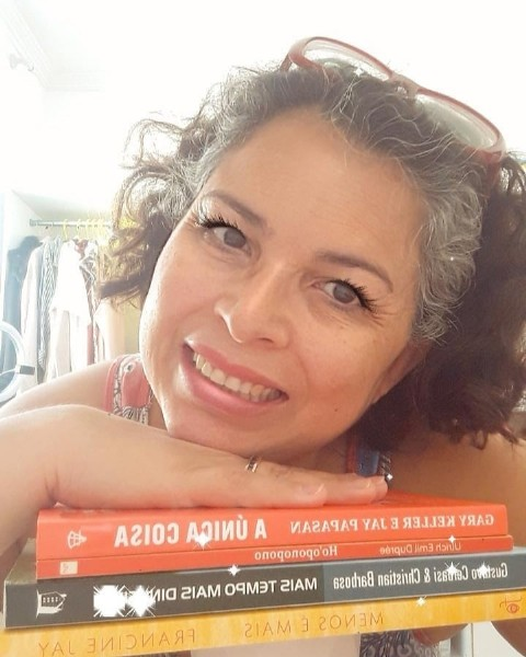 Photo by Olhar de Tatiana on July 29, 2021. May be an image of 1 person and book.