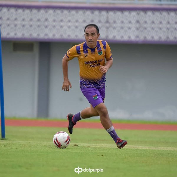 Photo by Persita Old Star on November 05, 2020. May be an image of 1 person, standing, playing a sport, grass and text that says 'dotpurple'.