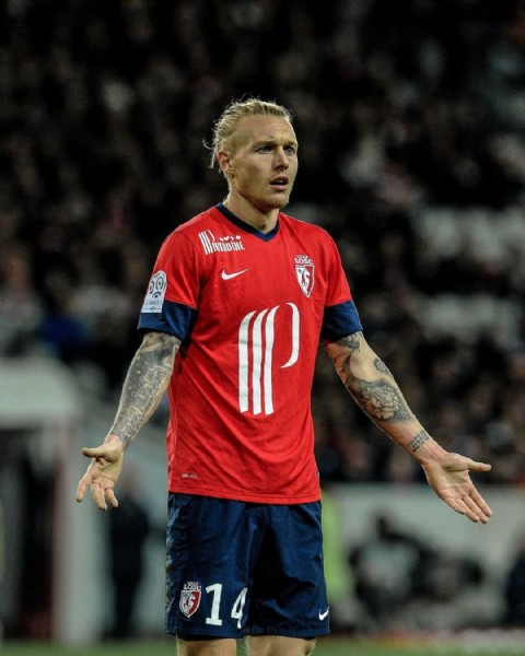 Photo shared by Ligue 1 Uber Eats on June 21, 2021 tagging @losclive, and @simonkjaer.official. May be an image of 1 person.