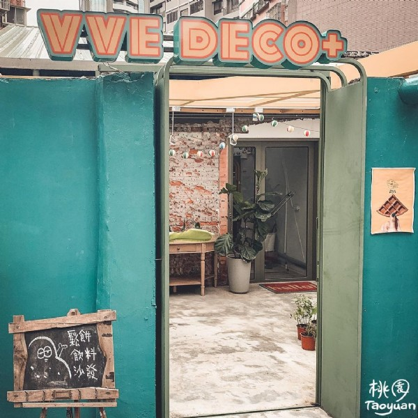 Photo shared by Leo 六六 on July 30, 2021 tagging @couchpotato_vve. May be an image of text that says 'VAVIE DIECO+ 鬆餅 飲料 沙發 桃園 桃 Taoyuan'.