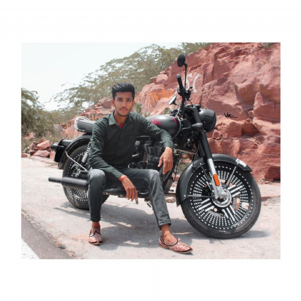 Photo by ╚»★«╝Ramesh ╚»★«╝™ in ꧁Bullet lover꧂ with @awesome_chora__. May be an image of 1 person, motorcycle and road.