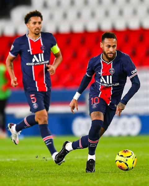 Photo by Paris Saint-Germain in Estádio Nilton Santos with @neymarjr, and @marquinhosm5. May be an image of 3 people and outdoors.