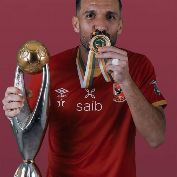 Photo shared by al_ahly_fan on July 31, 2021 tagging @maaloul_ali_. May be an image of 1 person and text that says 'umbro ਮ H saib'.