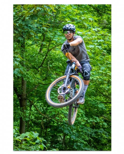Photo by Aaron Hernandez in Berlin – the place to be with @hopetech, @bellbikehelmets, @foxmtb, @fox, @schwalbetires, @rockshox, @melonoptics, @fiveten_official, @looseriders, @rose_bikes, @looseriders_germany, @ruffriderfamily, and @biking_benxd. May be an image of one or more people, people playing sports, bicycle and outdoors.