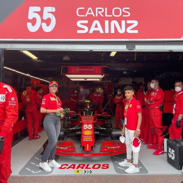 Photo shared by Georgina Rodríguez on May 23, 2021 tagging @cristiano, @scuderiaferrari, and @georginagio. May be an image of 4 people and people standing.