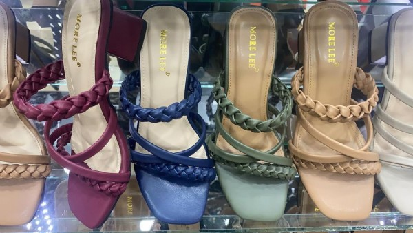 Photo by SamWest Shop in Pusat Grosir Sandal & Sepatu Pasar anyar Bogor. May be an image of high-heeled shoes and sandals.