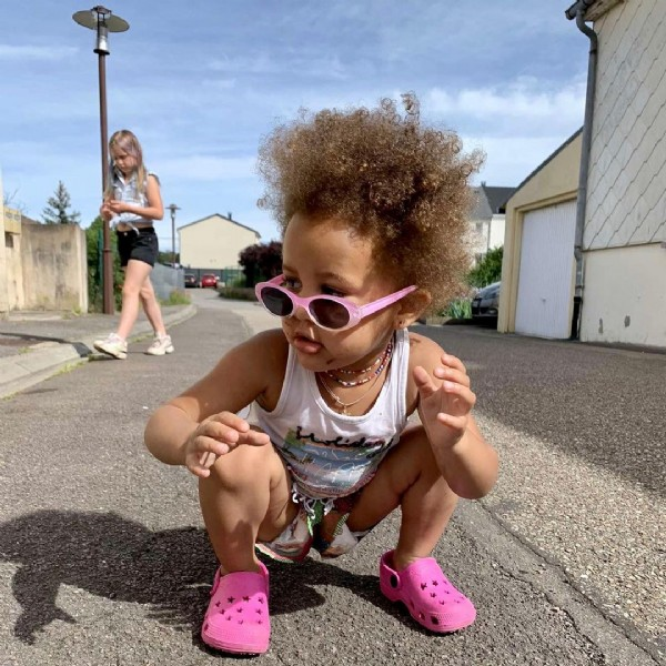 Photo by Le monde de jahia on June 16, 2021. May be an image of 1 person, baby, sunglasses and outdoors.