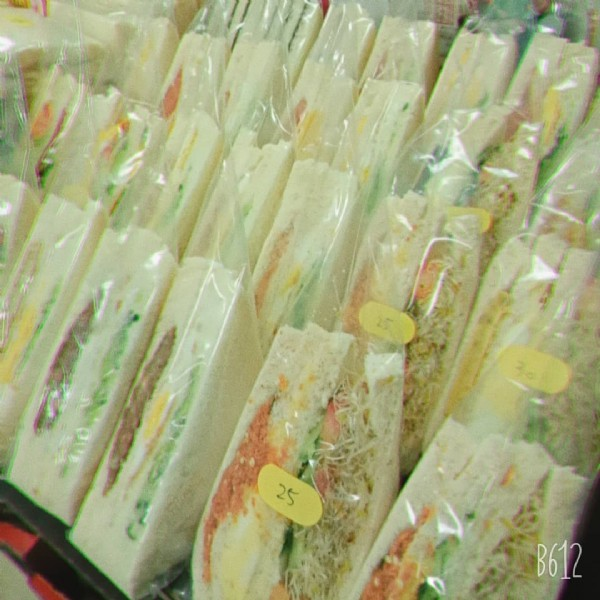 Photo by 吳貞玲 on April 01, 2021. May be an image of club sandwich and text that says '25 B612'.