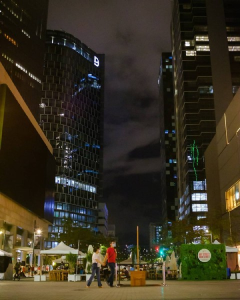 Photo by Ed Laurence in Bonifacio Global City with @bonifacioglobalcity, @bonifaciohighstreet, and @bgc_impressions. May be an image of street and skyscraper.