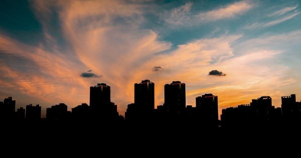 Photo shared by 수유리남자 on August 02, 2021 tagging @leica_camera, @leica_kr, and @leica_fotografie_international. May be an image of nature, cloud, skyscraper and twilight.