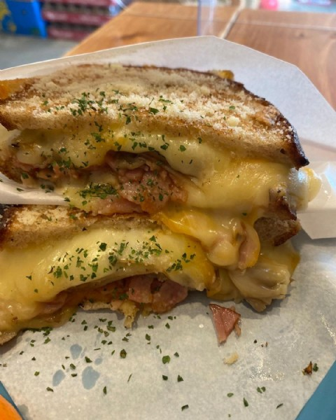 Photo shared by 飲食店しか紹介しない不動産屋。 on June 18, 2021 tagging @hi.sandwich. May be an image of food.