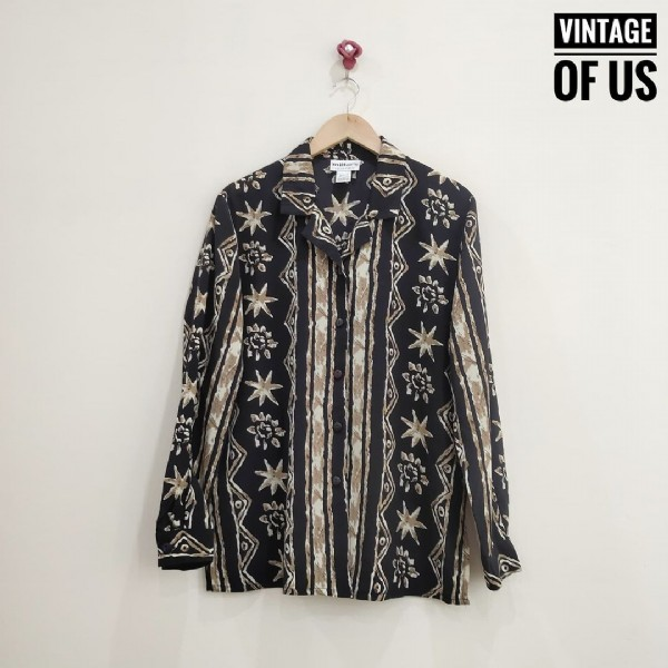 Photo by เสื้อครอป เชิ้ตวินเทจราคาถูก on September 23, 2021. May be an image of text that says 'VINTAGE OF US *'.