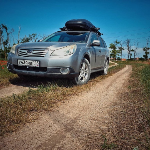 Photo shared by Ilya on June 19, 2021 tagging @thule, and @subaru.russia. May be an image of car and road.