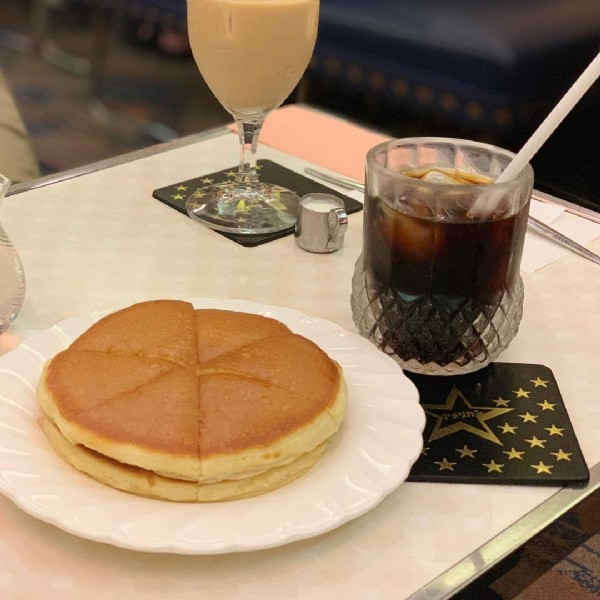 Photo by 不器用OL【大阪グルメ記録】 in 純喫茶アメリカン. May be an image of dessert, drink and indoor.
