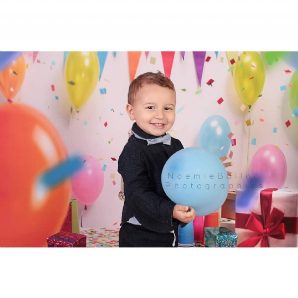 Photo by Noémie Ballot Photographies on June 19, 2021. May be an image of 1 person, child, standing, balloon and indoor.