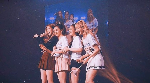 Photo shared by Lalisa on June 13, 2021 tagging @jennierubyjane, @roses_are_rosie, @sooyaaa__, and @lalalalisa_m. May be an image of 8 people and people standing.