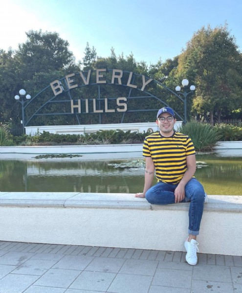 Photo by Sebastian Durán in Beverly Hills, California. May be an image of 1 person, standing, outdoors and text that says 'BEVERLY VERL HILLS A'.