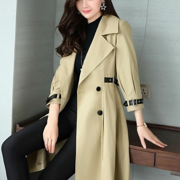 Photo by Fashion on June 27, 2021. May be an image of one or more people, people standing and overcoat.