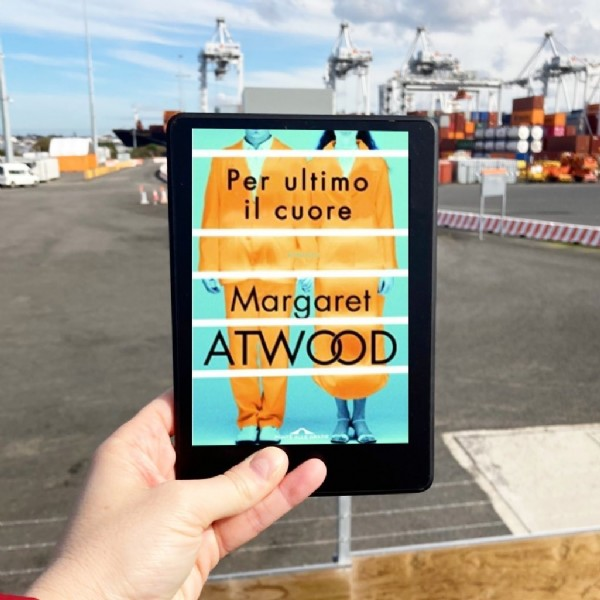 Photo by Fiorenza in Port Melbourne, Victoria with @therealmargaretatwood, @libriconsostegno_gruppo, and @il.club.libroso. May be an image of book and text that says 'Per ultimo il cuore Margaret ATWOOD'.