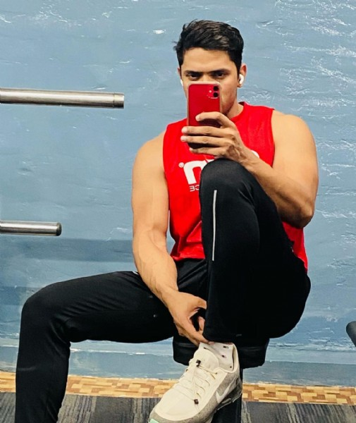 Photo by Dheeraj Yadav in Noida. May be an image of 1 person, biceps and indoor.
