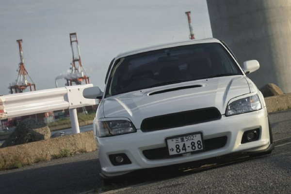 Photo by shuichi on June 21, 2021. May be an image of car and road.